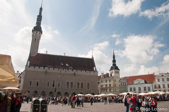 Plaza del Ayuntamiento de Tallin, Estonia, países bálticos