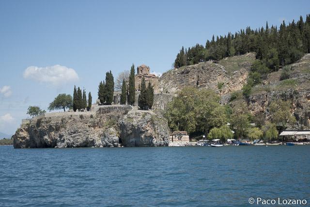 San Juan Kaneo visto desde el lago Ohrid